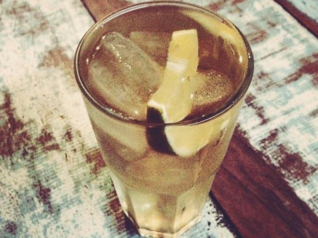 Chá batido com limão