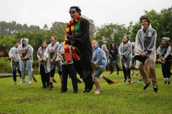 Orion Lee será o Professor de Voo. Um torneio de Quadribola será disputado pelos bruxinhos também. Foto: Divulgação.