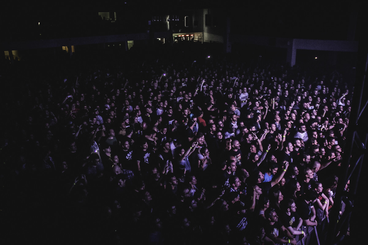 Plateia da apresentação de Bad Religion em Curitiba | Foto: Hana Lidia/Curitiba Cult